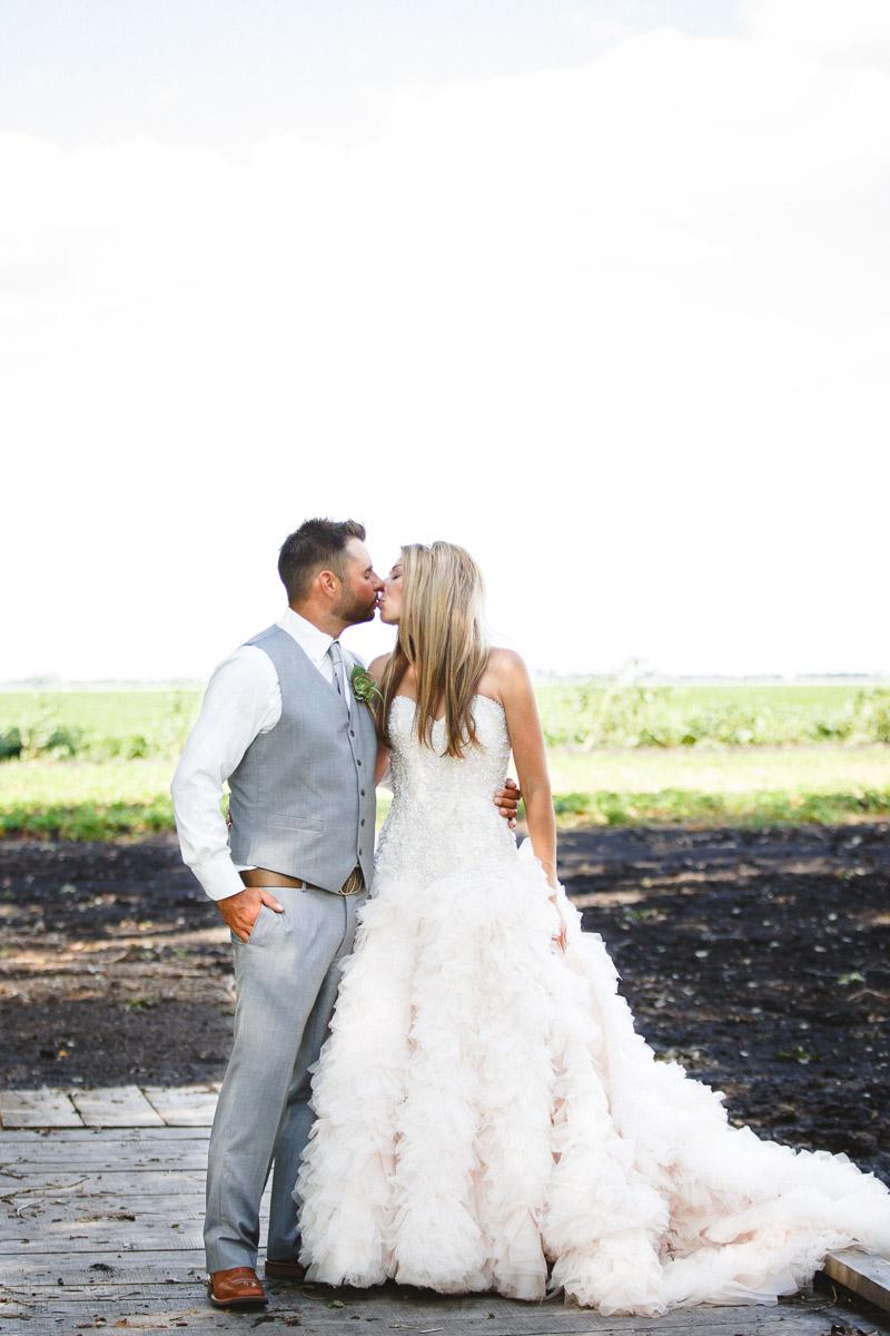 Wedding Photography In Winnipeg: Prairie Berry Gets Married!